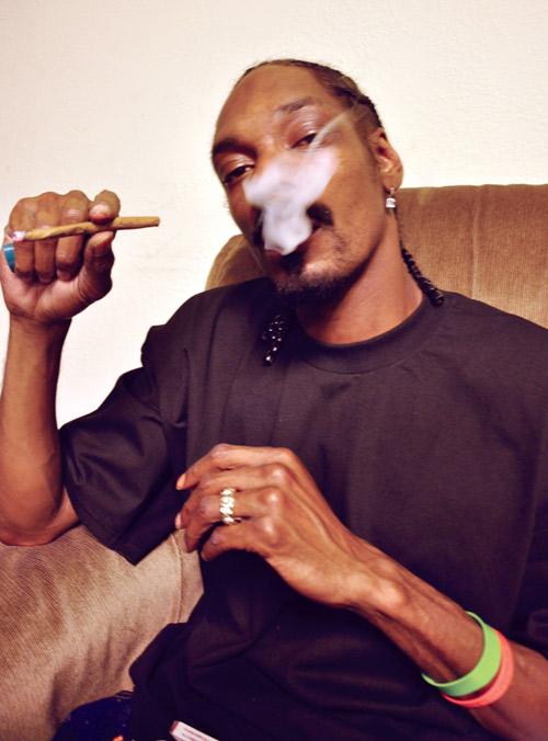 Картинка негр курит